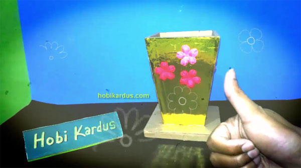 Vas Bunga dari Kardus
