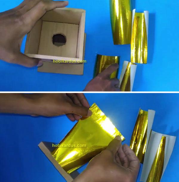 lapisan kertas warna emas